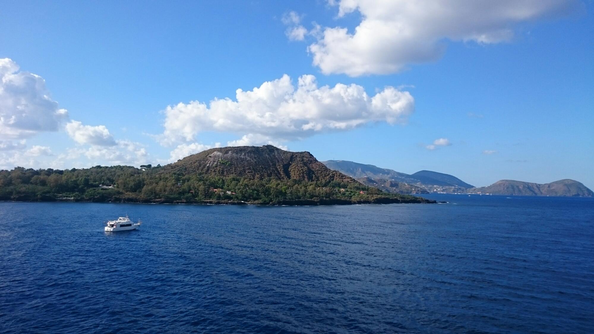 Vue depuis le ferry en direction de Vulcano - Îles éoliennes